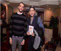 صور| مصطفى قمر ودينا عبد الله وإيناس مكي بحفل توقيع كتاب «شفرة العلاقات»