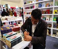 صور| التوقيع الأول لرواية ما لم يذكره عزيز بمعرض الكتاب 51