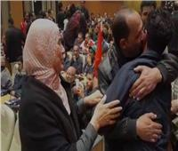 فيديو| محافظ دمياط تسقبل الصيادين العائدين من اليمن