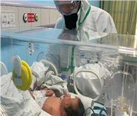 صورة| ولادة أول طفلة مصابة بـ«كورونا»