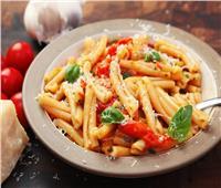 طبق اليوم .. «مكرونة بالريحان والطماطم» على الطريقة الإيطالية