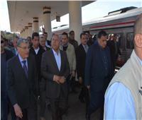وزير النقل يتفقد محطة السكك الحديدية بالمنيا