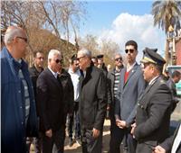 محافظ القليوبية ومدير الأمن يشرفان على إزالة تجمع للمباني المخالفة
