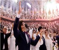صور| ليلة العمر بـ«الكمامة» في حفل زفاف جماعي بكوريا الجنوبية