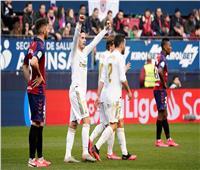فيديو  ريال مدريد يقلب الطاولة على أوساسونا ويصعقه برباعية