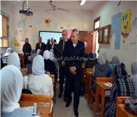 محافظ القليوبية يتفقد مدارس بنها لمتابعة سير المنظومة التعليمية