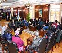 محافظ الإسكندرية يطالب المجلس القومي للمرأة بتحسين الوعي بالمناطق المهمشة