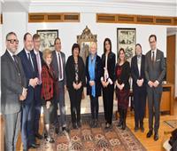 وزيرة الثقافة تلتقي وفد الصداقة البرلمانية لمجلس الشيوخ الفرنسي