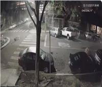 فيديو| «طارت في الهوا» على سرعة 160.. نجاة سيدة من حادث موت