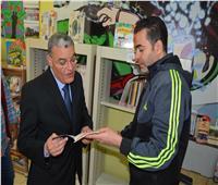 محافظ المنيا يتفقد مكتبة مصر العامة لمتابعة الأنشطة والخدمات