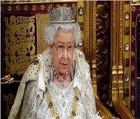 كيف تتخلص الملكة إليزابيث من الأحاديث والأشخاص المملين؟
