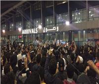 فيديو وصور| توافد الجماهير على المطار لاستقبال أبطال الزمالك