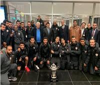 فيديو وصور| وزير الرياضة يستقبل فريق الزمالك بمطار القاهرة بعد التتويج بالسوبر الأفريقي