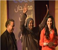 القومي للمرأة يهنئ مكة عبد اللاه على تكريم مهرجان أسوان الدولي