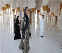 شاهد| بـ«الحجاب».. إيفانكا ترامب تتجول بمسجد الشيخ زايد في أبوظبي
