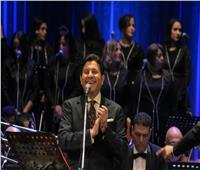 مفاجأة| فيديو هاني شاكر يغني أغنية لعمر كمال