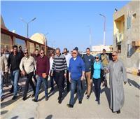 محافظ البحر الأحمر يوجه بتوصيل الكهرباء لإحدى القرى وأتوبيس لنقل التلاميذ