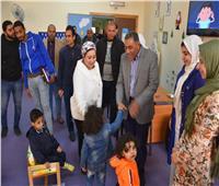 محافظ مطروح يتفقد أقسام مكتبة مصر العامة