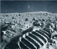 علماء يحاولون استخراج المياه من غبار القمر