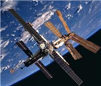 «مير».. تكتب نهاية أكبر محطة فضائية صنعها الإنسان| فيديو