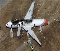 بالفيديو| طفلان يسقطان طائرة .. كيف يؤدي وجود الركاب بكابينة القائد لكارثة ؟
