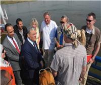 محافظ المنيا يتابع أعمال سحب إحدى البواخر السياحية عقب شحوطها بنهر النيل