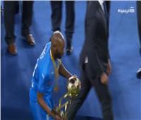 فيديو| شيكابالا يحتفل بكأس السوبر المصري بطريقته المميزة