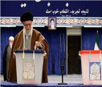 صور| خامنئي يدلي بصوته..ويؤكد: الانتخابات البرلمانية الإيرانية «واجب ديني»