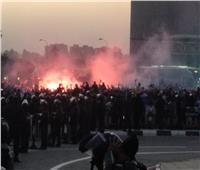 بالهتافات والشماريخ.. الجماهير تستقبل بعثة الزمالك بمطار القاهرة | صور