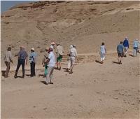 وفد سياحي من ألمانيا وإنجلترا يزور المناطق الأثرية بالمنيا