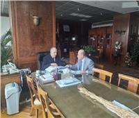 «عبدالعاطي» يستعرض مع رئيس بعثة الري المصري بأوغندا التعاون المشترك