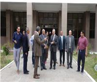 رئيس جامعة المنيا يتفقد مركز الاختبارات الإلكترونية بالمكتبة المركزية