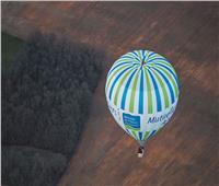 فرنسى يحطم رقما قياسيا بالوقوف على منطاد على ارتفاع 1000 متر