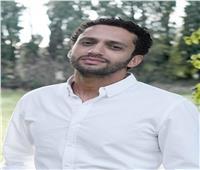 محمد حاتم ينتهي من «بخط الأيد» ويبدأ «سلطانة المعز»