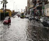 بالفيديو| بسبب سوء الاحوال الجوية.. تعطل حركة سير المواطنين في الشوارع والميادين