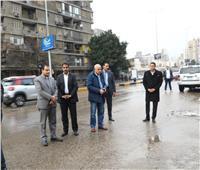 محافظ الجيزة يشدد على رؤساء الأحياء عدم مغادرة الشوارع قبل رفع كافة التراكمات