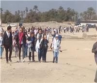 وفود سياحية متعددة الجنسيات تزور تل العمارنة بالمنيا