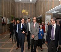 السفير الفرنسي يتفقد وحدة زراعة النخاع بمركز الأورام بجامعة المنصورة