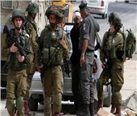 الاحتلال يعتقل 27 فلسطينيًا بالضفة.. ويصيب آخرين خلال مواجهات شرق نابلس