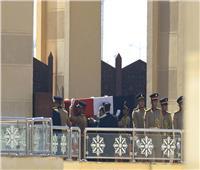 قصة مصورة.. الوداع الأخير لـ«مبارك» في جنازة عسكرية مهيبة
