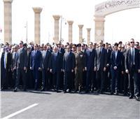 مشهد تاريخي.. رئيسان و6 رؤساء حكومة وبرلمان في وداع «مبارك»