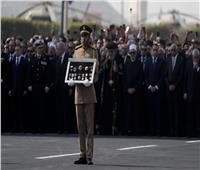 فيديو| تعرف على الأوسمة والنياشين التي تقدمت جنازة مبارك العسكرية