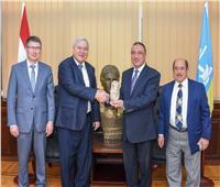 محافظ الإسكندرية يستقبل قنصل عام روسيا لبحث تعزيز العلاقات بين الجانبين