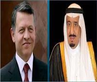 خادم الحرمين يتلقي اتصالًا من ملك الأردن للتعزية في الأمير طلال