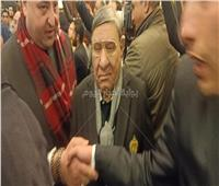 مفيد فوزي يقدم واجب العزاء في وفاة «مبارك»