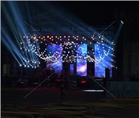 صور| استعدادات ضخمة لحفل عمرو دياب بمركز المنارة