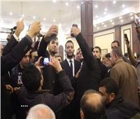 صور| رغم حملة مقاطعته.. محمد رمضان الأكثر طلباً في عزاء مبارك