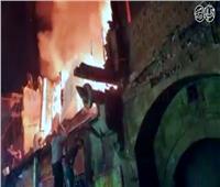 فيديو وصور  جهود الحماية المدنية للسيطرة على حريق محلات «الدرب الأحمر»