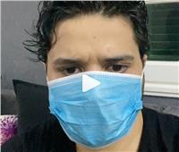 فيديو| مصطفى حجاج يتحدى كورونا بـ«الكمامة»: «السنجا في الرنجا»