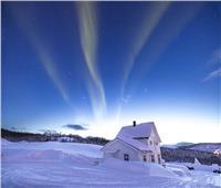 ظهور الشفق القطبي بسماء جزيرة «سينجا» في النرويج